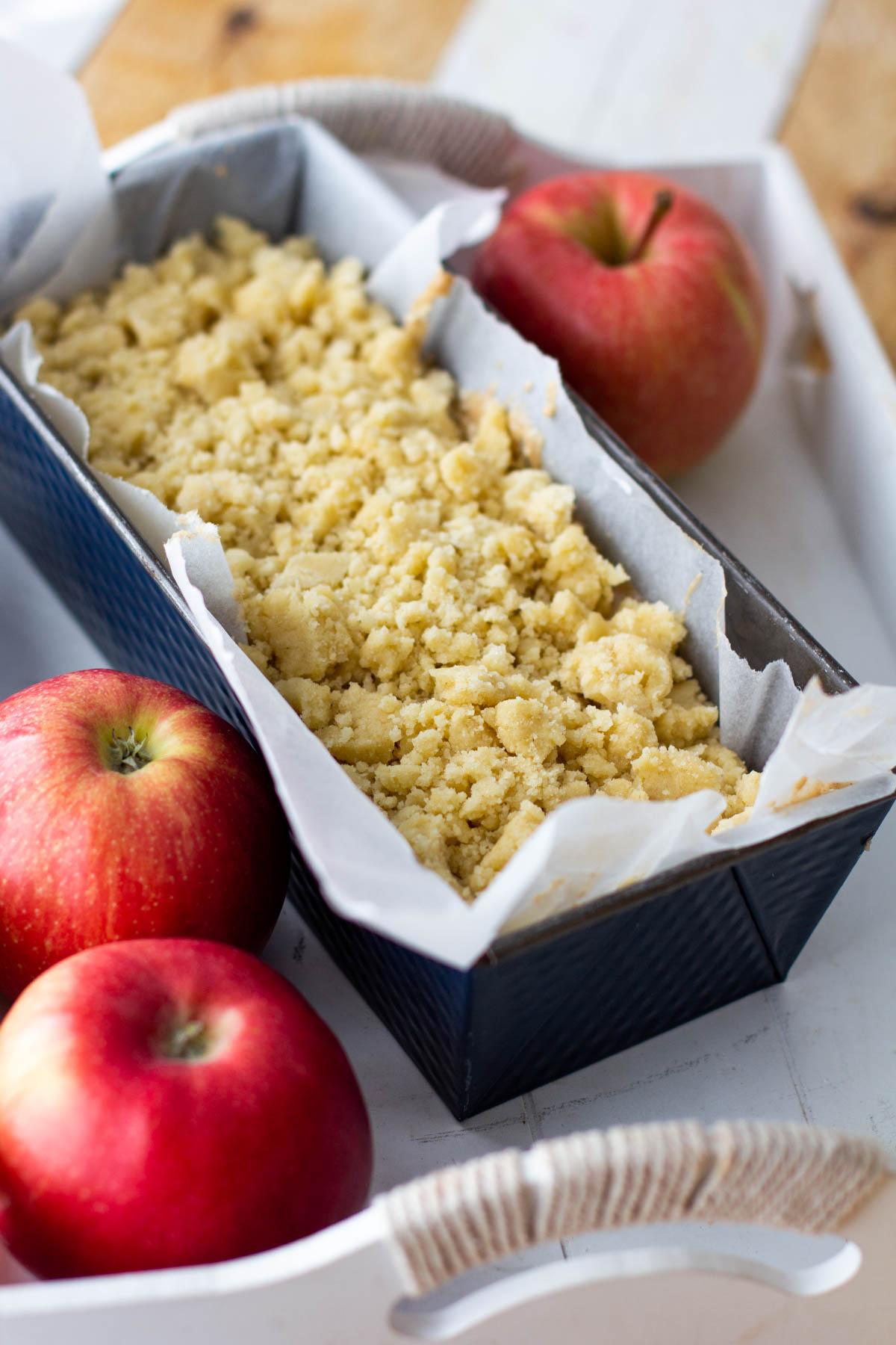 omenakakku vuoassa menossa uuniin