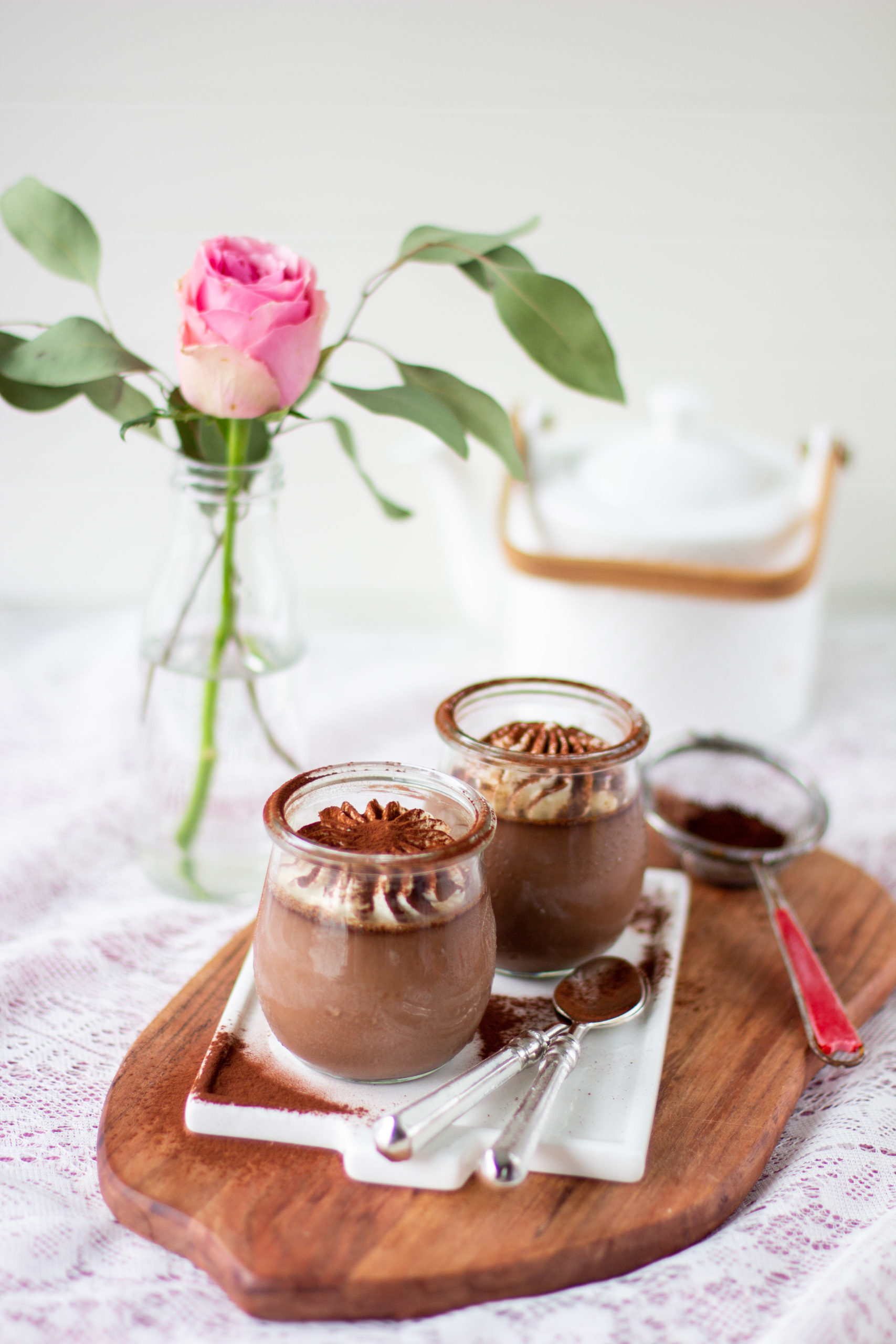 Nopeasti ja helposti valmistuva suklaa panna cotta on herkullinen jälkiruoka