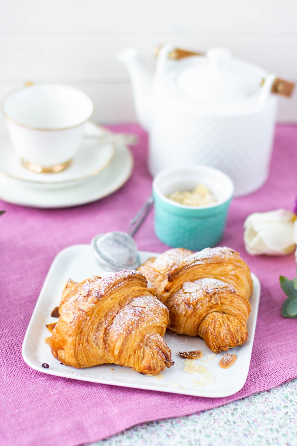 Kauniit itsetehdyt croissantit