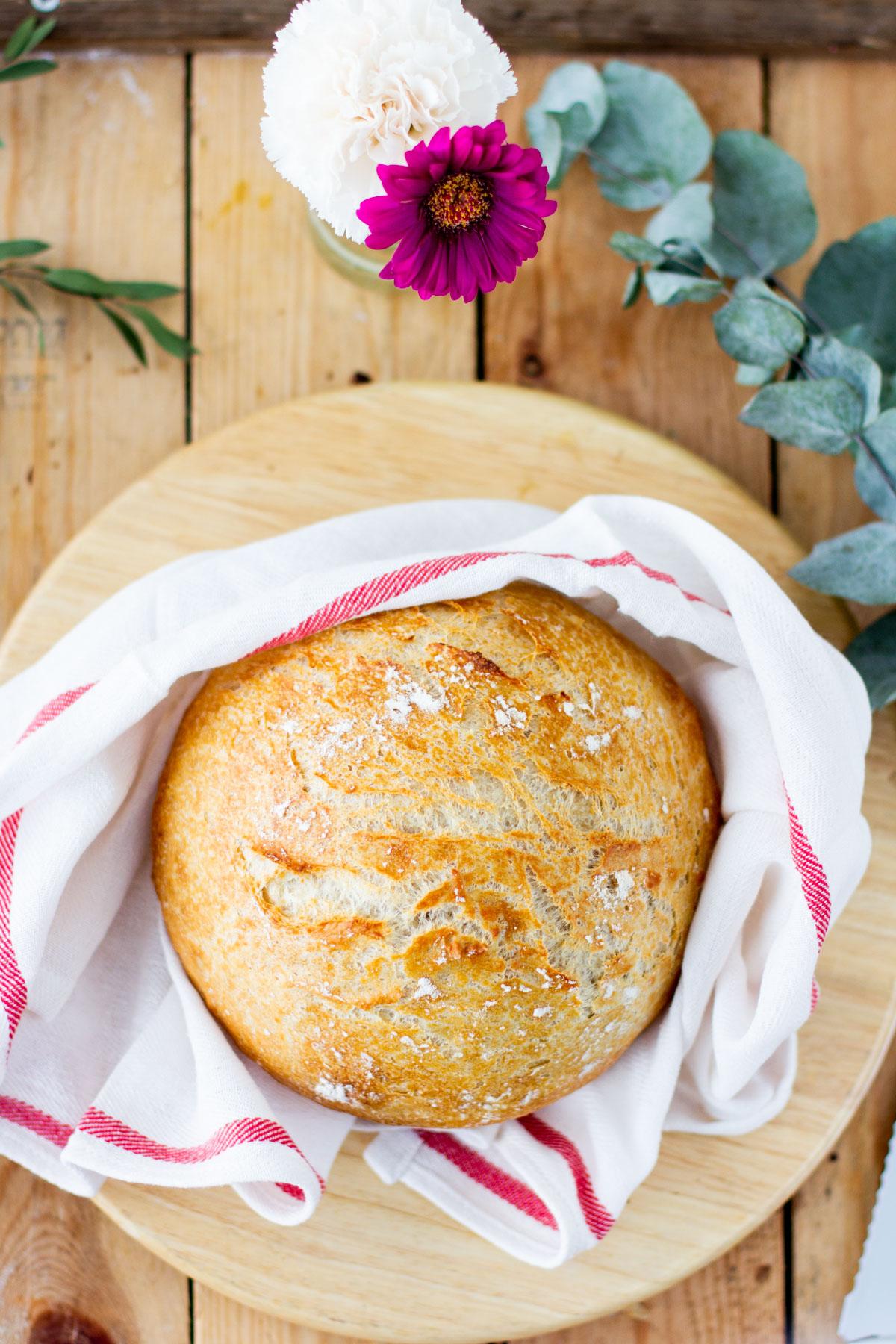 Leivän paistaminen padassa