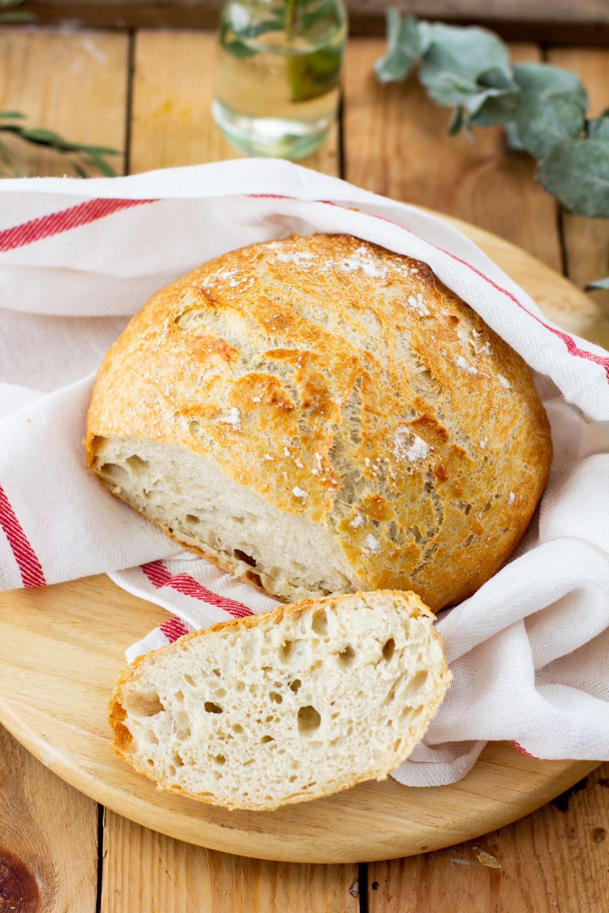 Siivuiksi leikattu ilmava leipä
