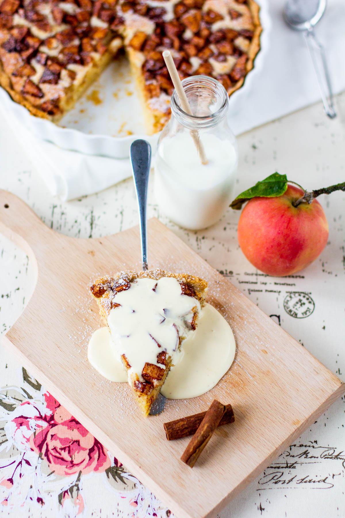 Omenapiirakka vaniljakastikkeella