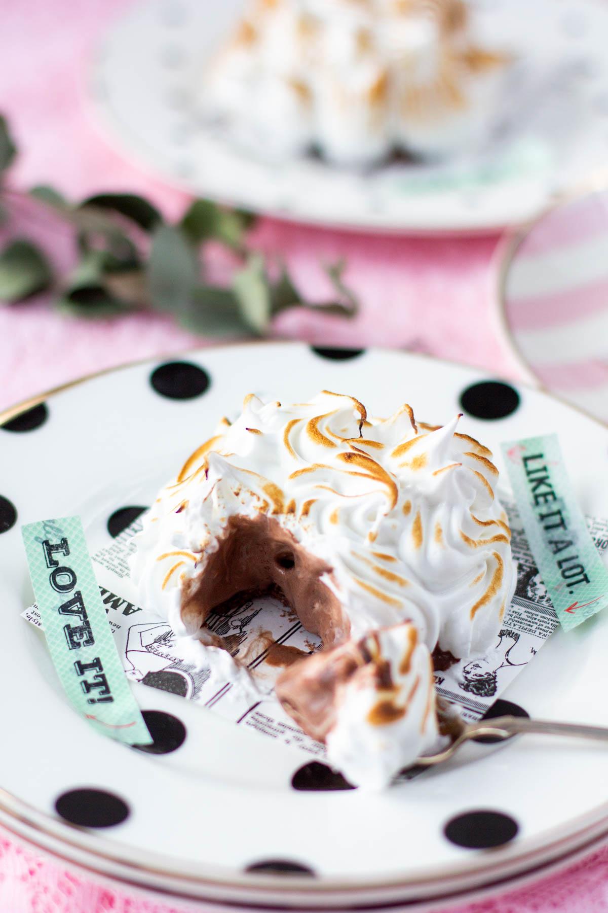 Pieni jäätelökakku marengilla sisäkuva