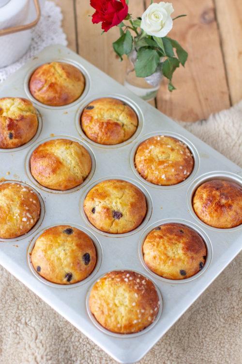 Valmiit pullat muffinssipellillä