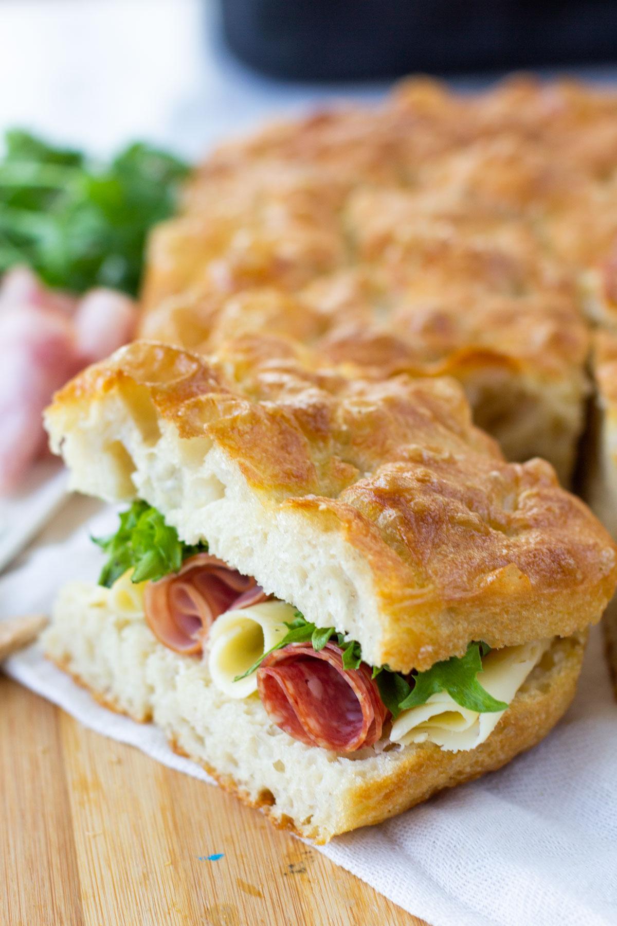 Täytetty eväsleipä piknikille